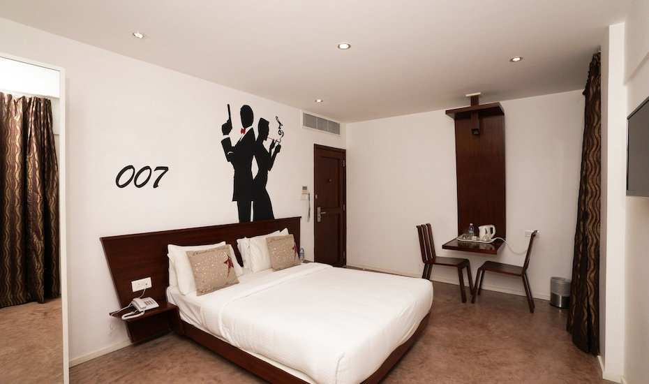 Hotel Le Mirage, M G Road,