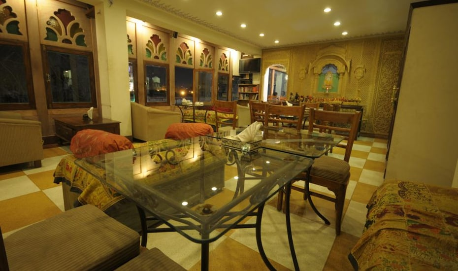 Haveli Inn Pal, Opposite Lake Gulab Sagar,