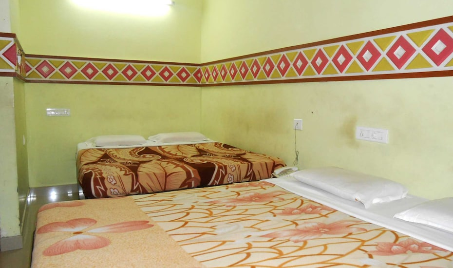 Chembil Tourist Home, ,