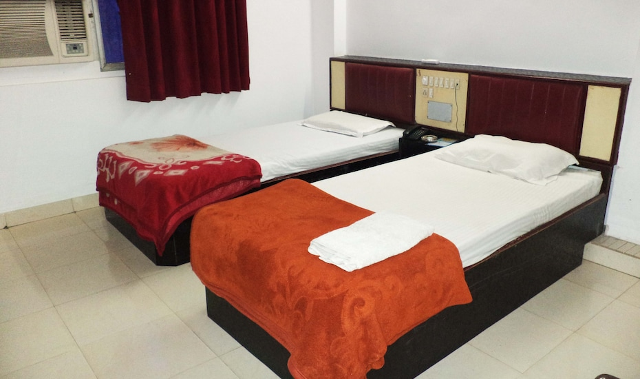 Hotel Sweet Dream, Fateh Ganj,