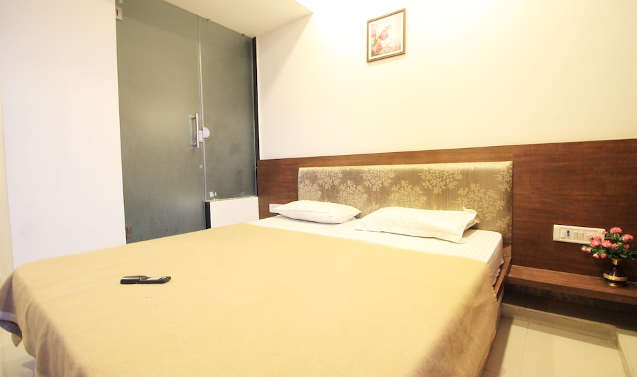 Hotel Dreamland, Sardar Patel Ring Road,