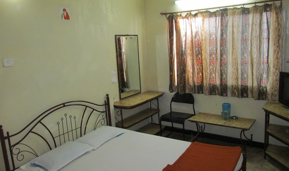 Super Deluxe Guest House, Central Avenue,