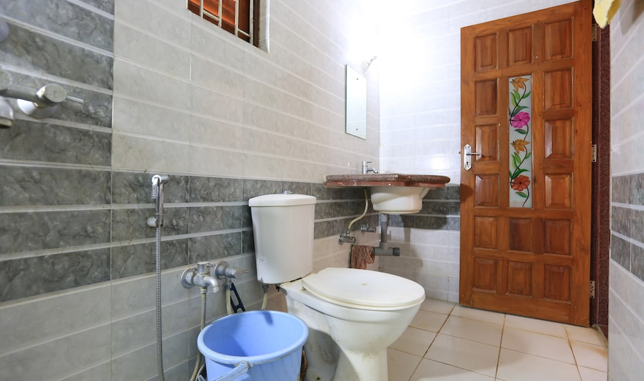 White Pearl Guest House, Morjim,