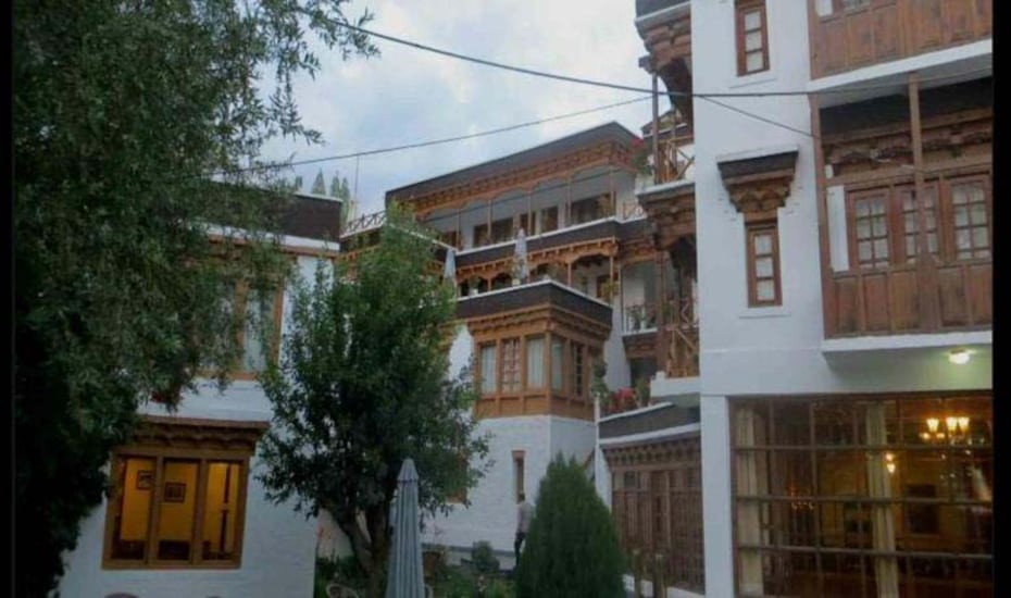 Hotel Dragon, Old Road Sheyanam,