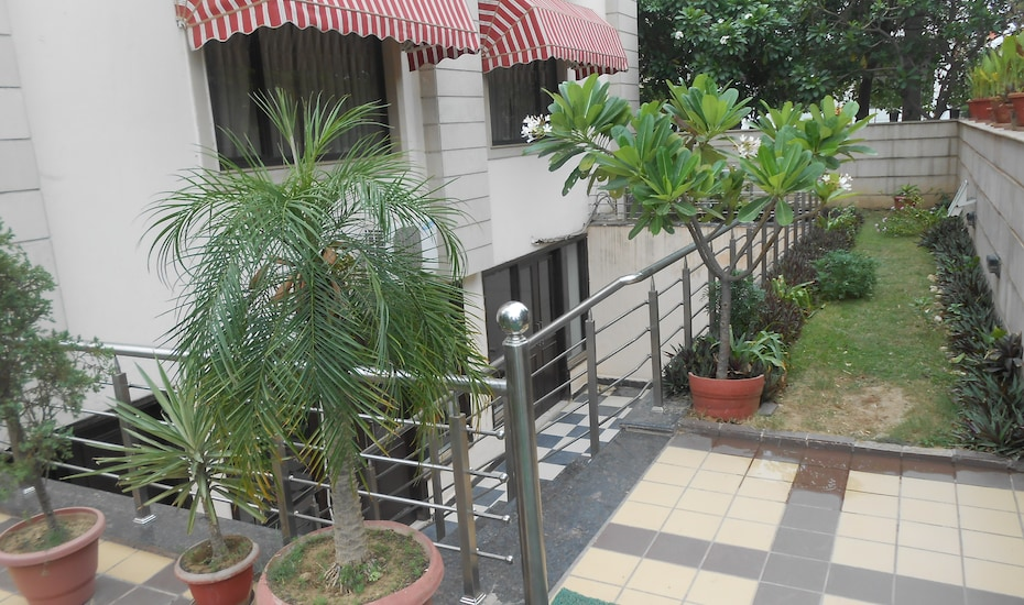 La Smart Manor, DLF Phase I,