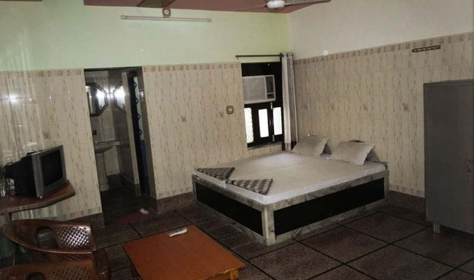 Hotel Poonam Palace, --none--,