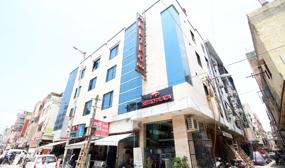 Hotel Metro Plaza @ New Delhi Railway Station, Paharganj,