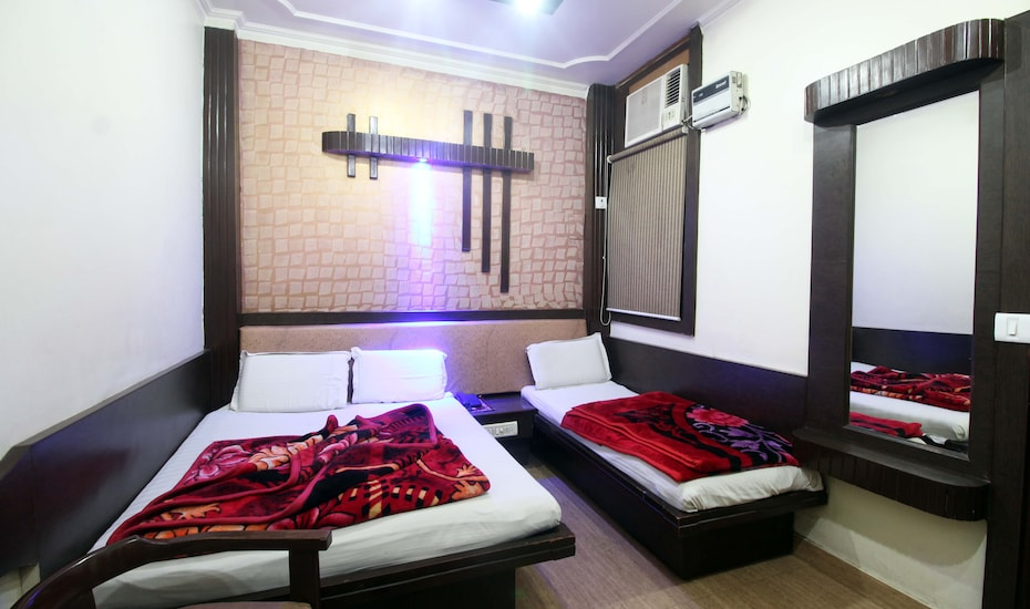 Yatri International Guest House, Arakashan Road,