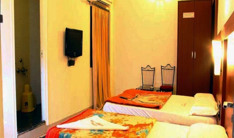 Pai Vaibhav Lodge, Hospet - Hampi Road,
