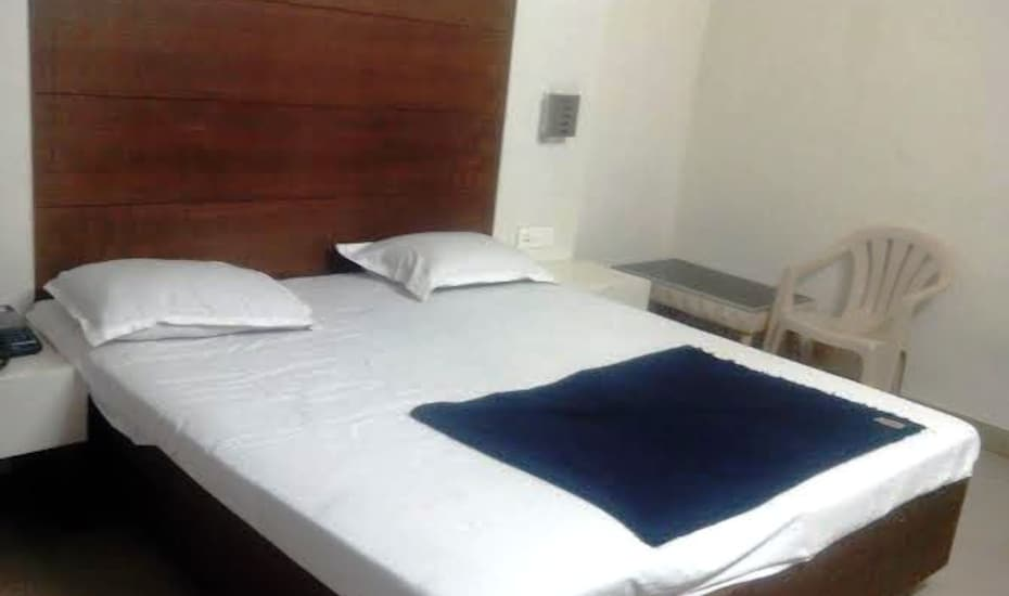 Hotel Swapna, Governerpet,