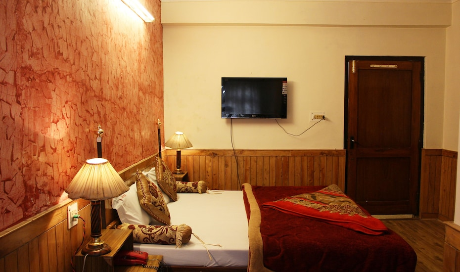 Hotel Ankur Plaza Deluxe, Mall Road,