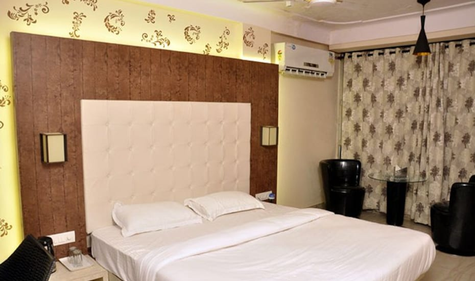 Hotel Green View International, Lake Palace Road,