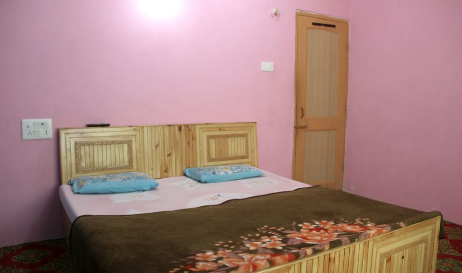 Panaash Guest House, Dal Lake,