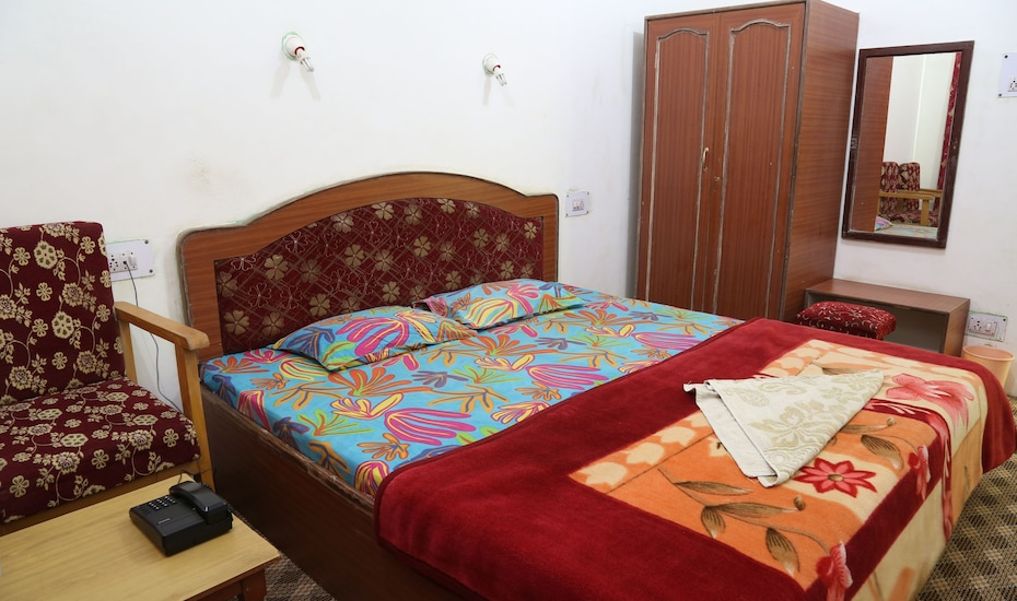 Hotel Mountain view, Raj Bagh,