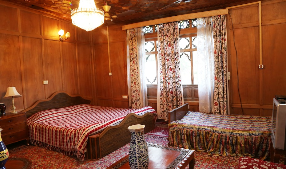 Humayun Palace Houseboat, Dal Lake,