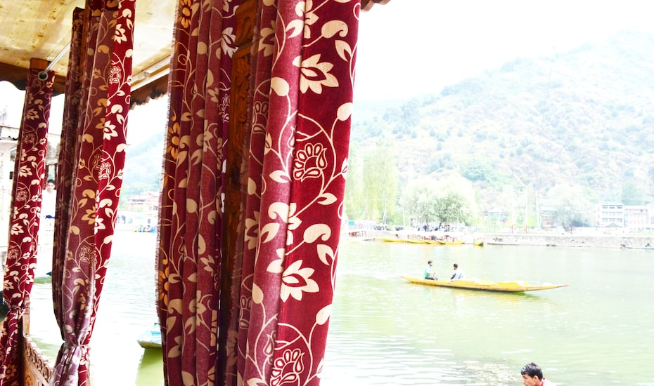 New Cherry Ripe Houseboat, Dal Lake,
