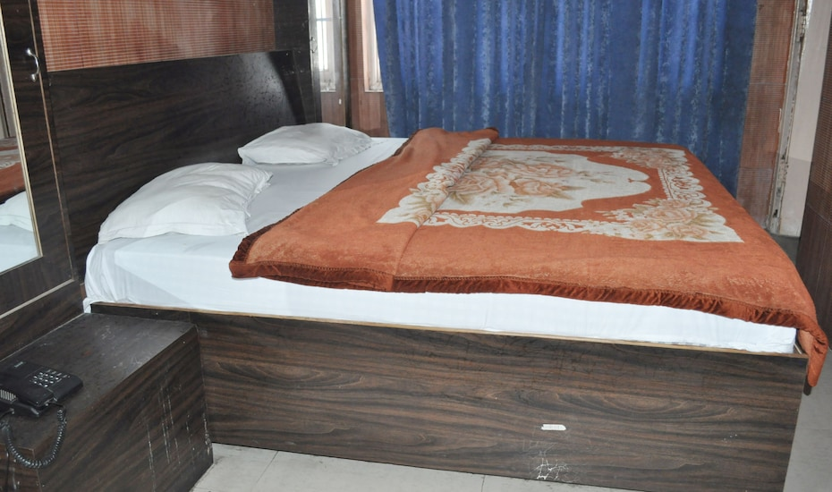 New Sham Guest House, Jammu Road,