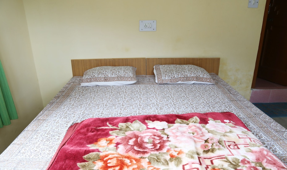 Apple View Guest House, Club House Road,