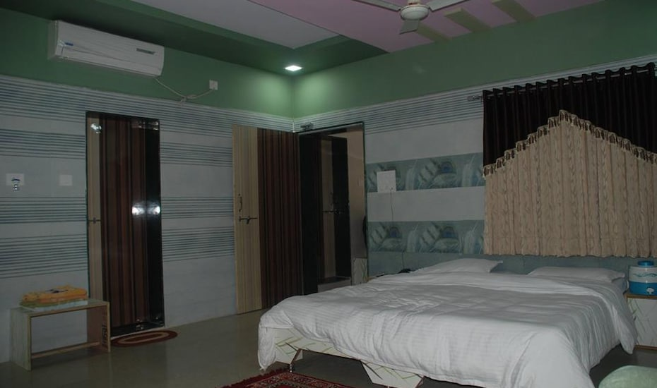 Hotel Anil Farm House, ,