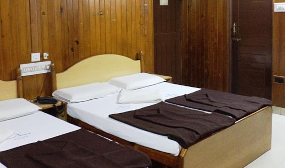 Hotel Mayur Deluxe Lodge, Chickpete,