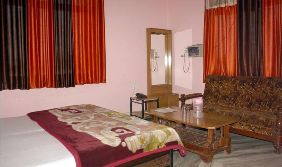 Hotel V.K Palace, Delhi Agra National Highway,