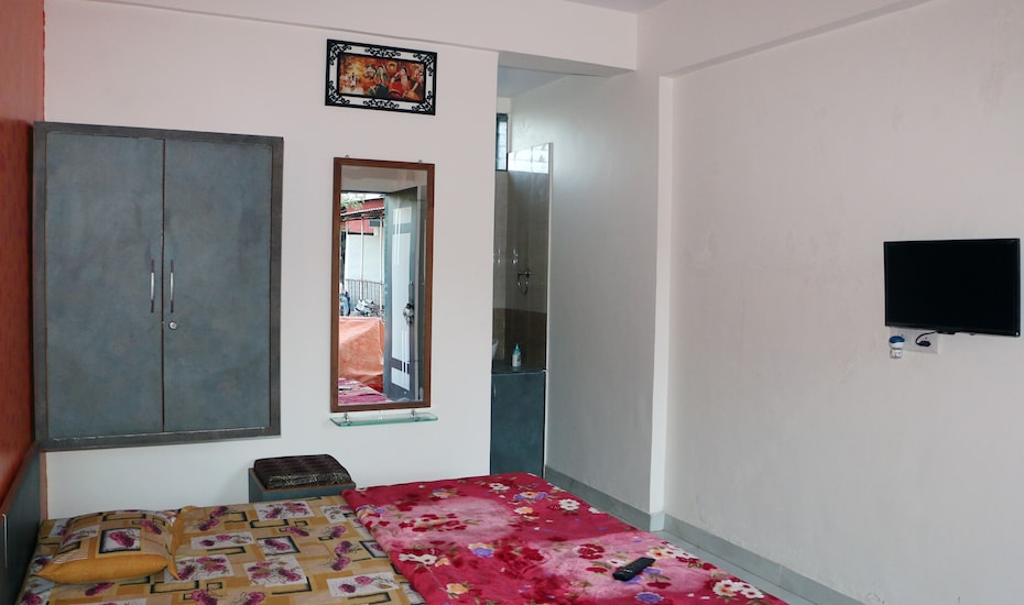 Om Niwas Cottage, Satara Road,