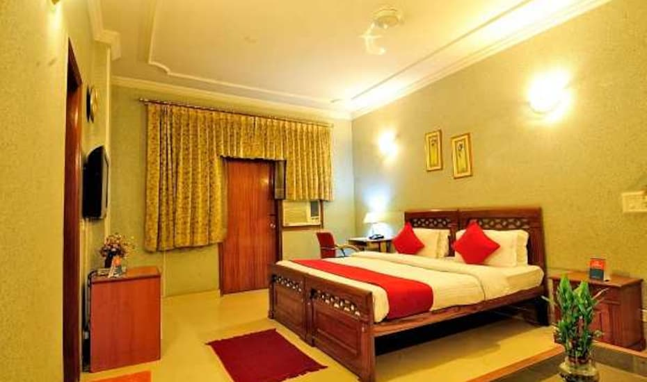 Hotel Mayarch, DLF Phase I,