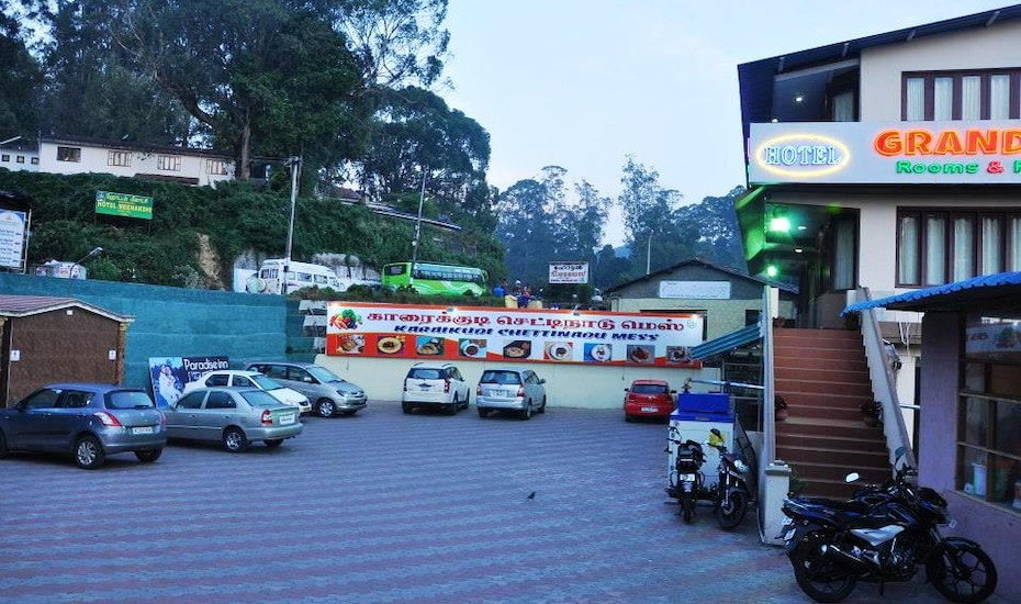 Hotel Grand Paradise Inn, Lawsghat Road,