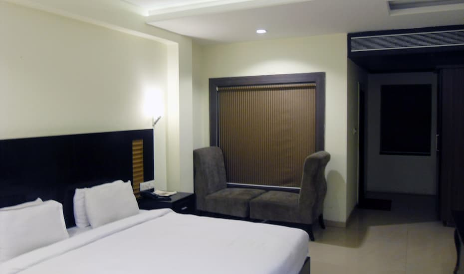 Hotel Blue Star, Near Mahakal Temple,