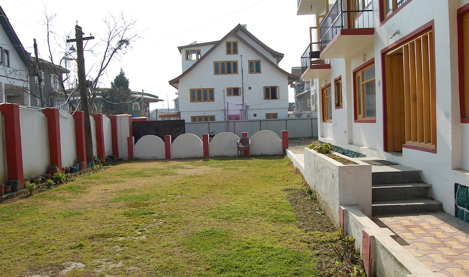 New Bhat Guest House, Raj Bagh,