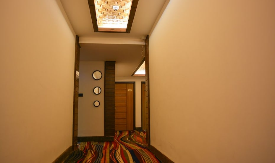 The Rosewood Hotel, Khilan Side,
