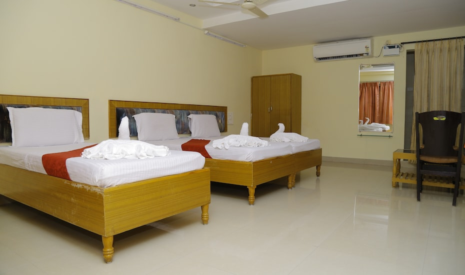 Hotel Sai Sravanthi Grand, Tiruchanoor Road,
