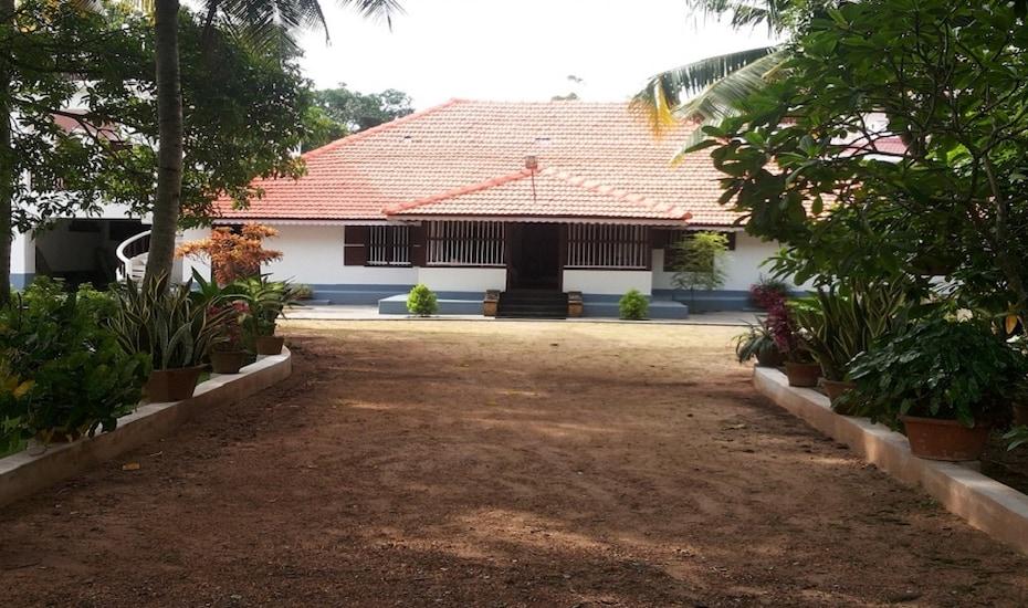 Sandradeepam Holiday Resort, Beach Road,