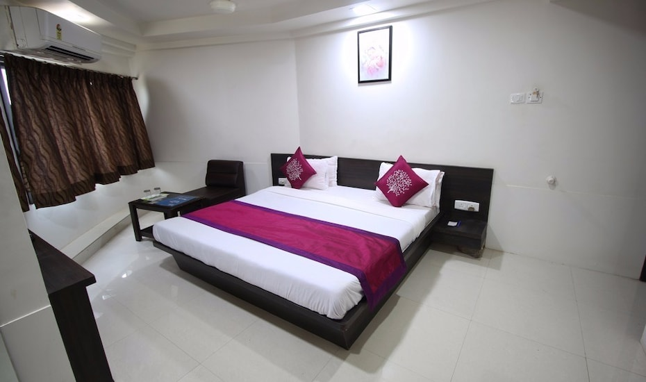 Nova Hotel Cross Road, Yagnik Road,