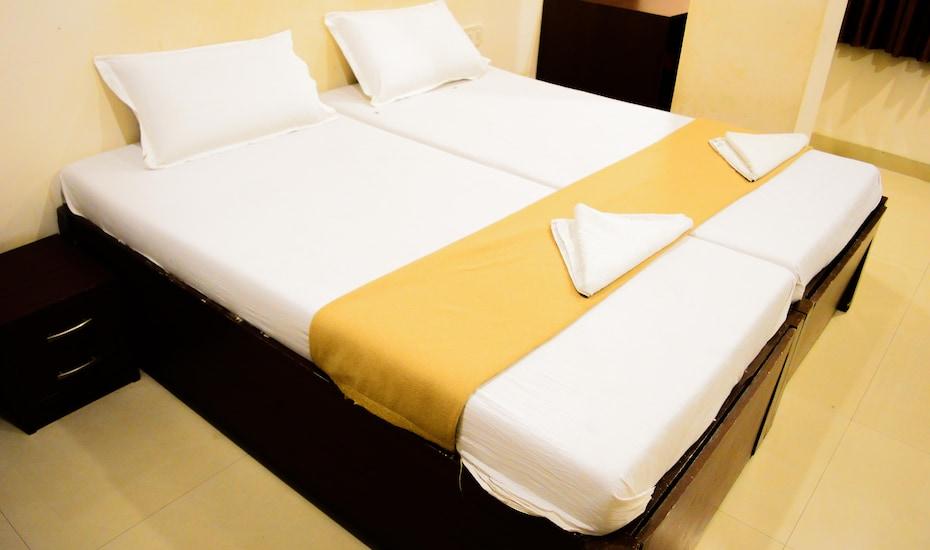 Hotel Glory Palace, Bombay Hospital Linking Road,