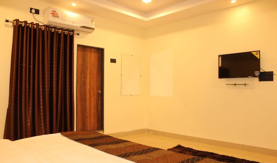 Hotel Ranjit, Station Road,