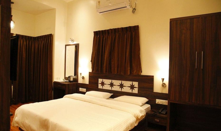 Popular Hotel, Sinhagad road,