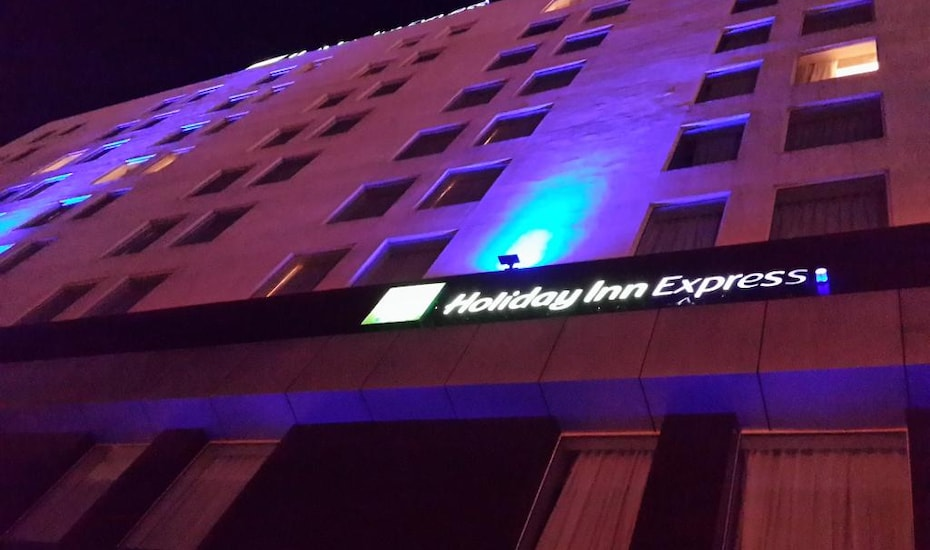 Holiday Inn Express, none,