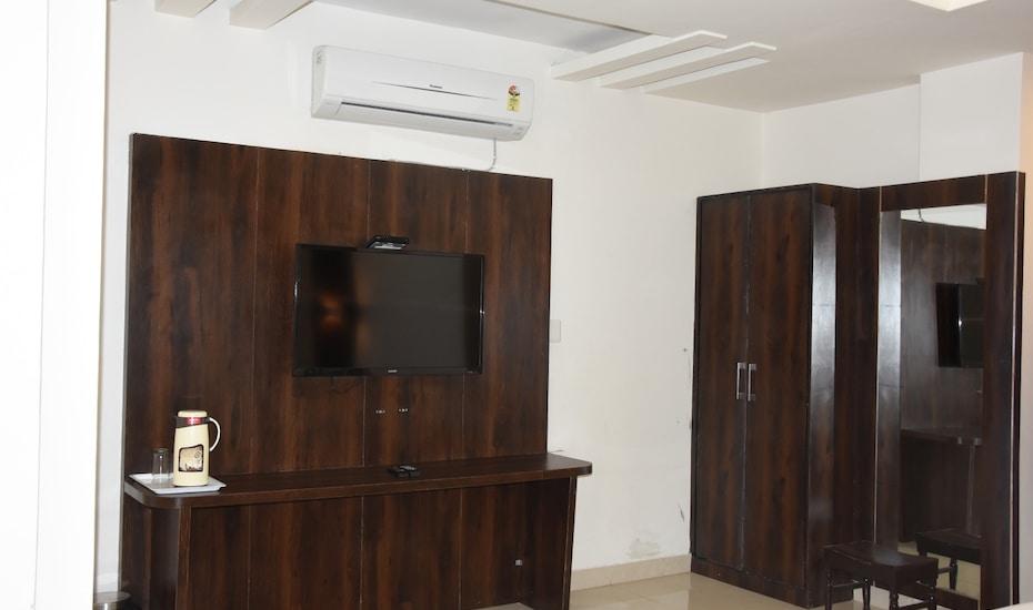 Hotel Krishna Palace, Gulab Bagh Road,