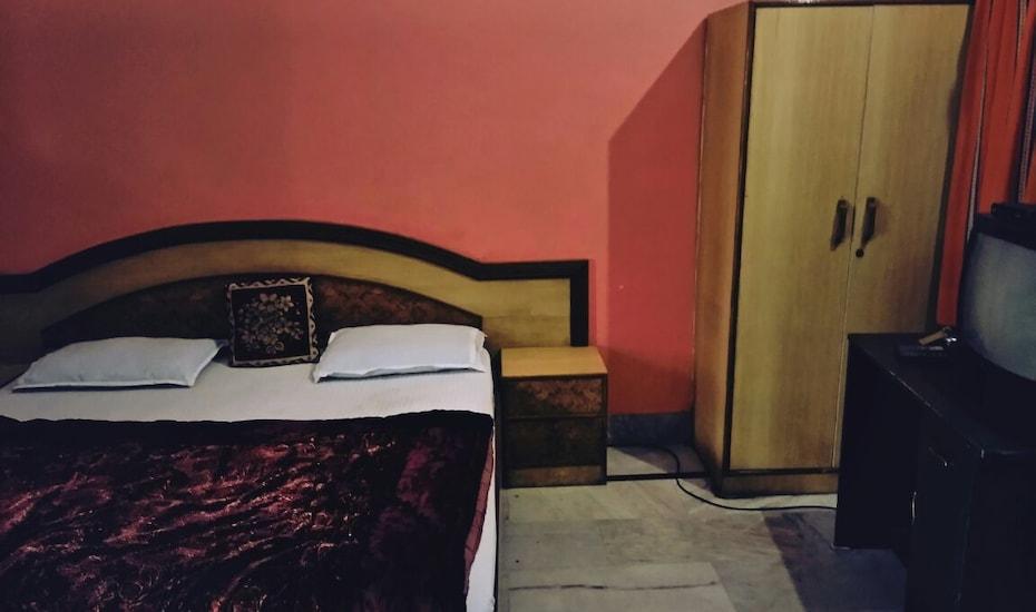 Orient Guest House, Tapovan,