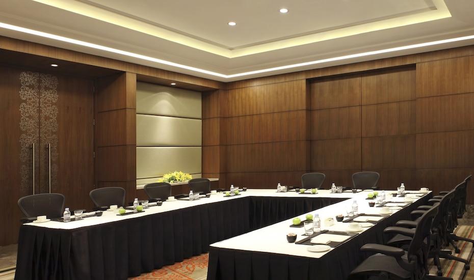 The Leela Ambience Gurgaon Hotel & Residences, Ambience Island,