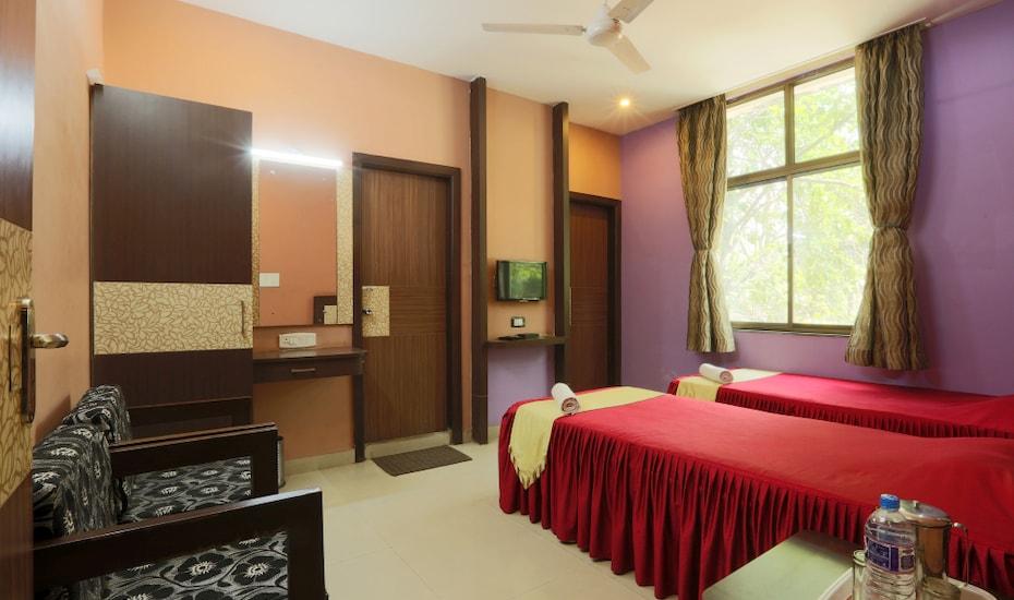 Hotel Parashuram, none,