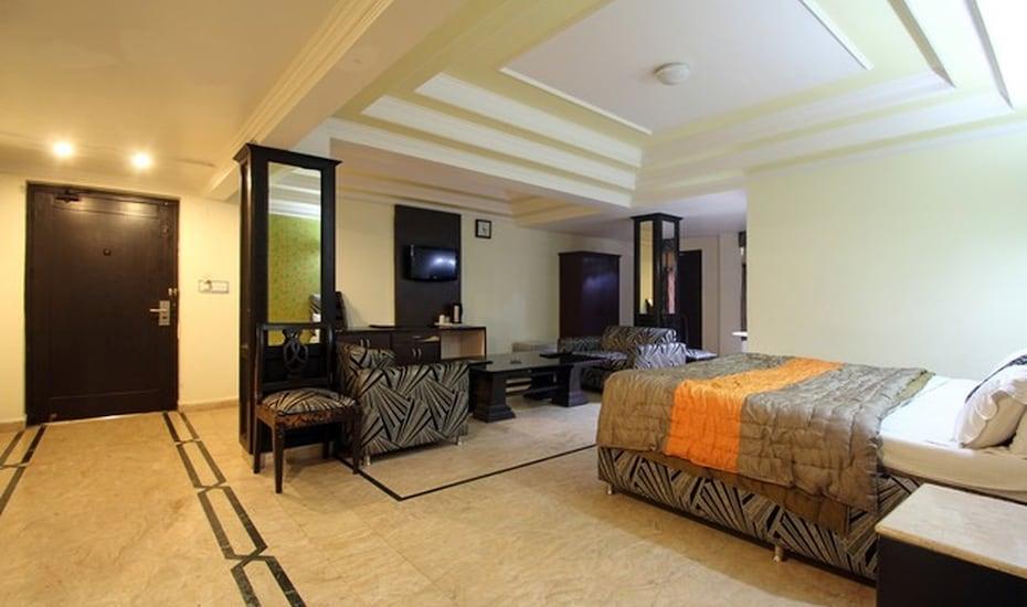 Hotel Drive Inn, Mall Road,