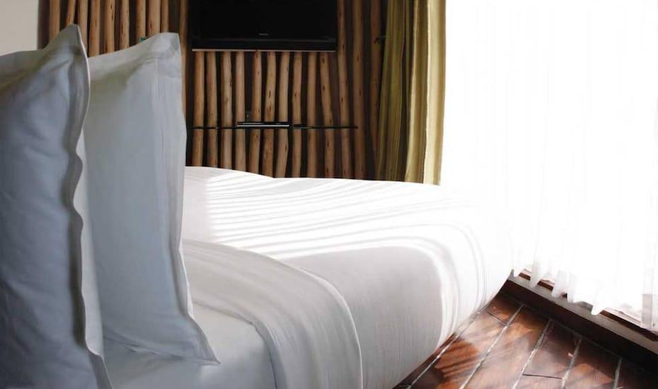 The Waterstones Hotel, International Airport,