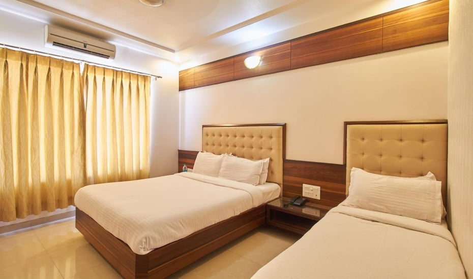 Satyan Inn, Near Temple,