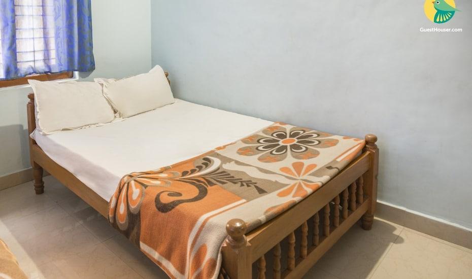 Apartment room near Vagator Beach, none,