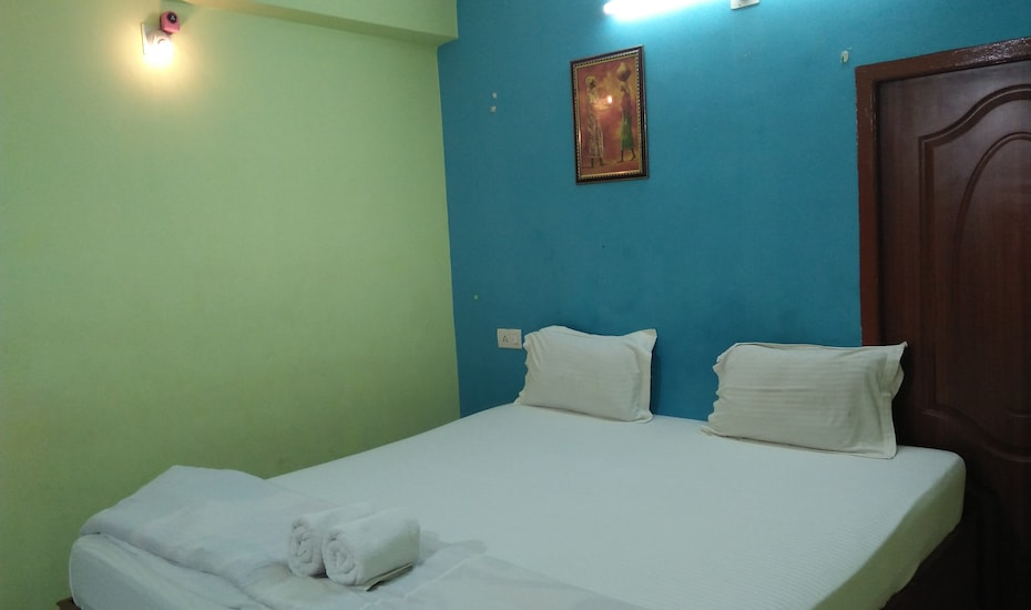 Hotel Sands Bay, Gopal Ballav Road,