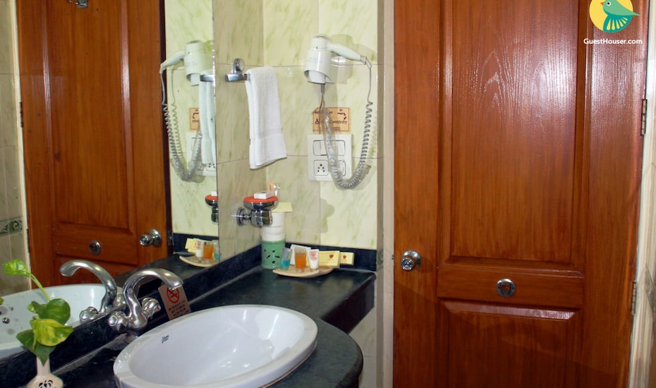 Villa room with shared pool in Betalbatim, none,