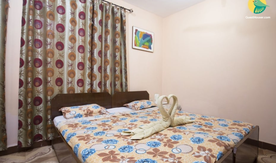 Homely vacation for a couple, 850 m from Calangute Beach, Calangute,