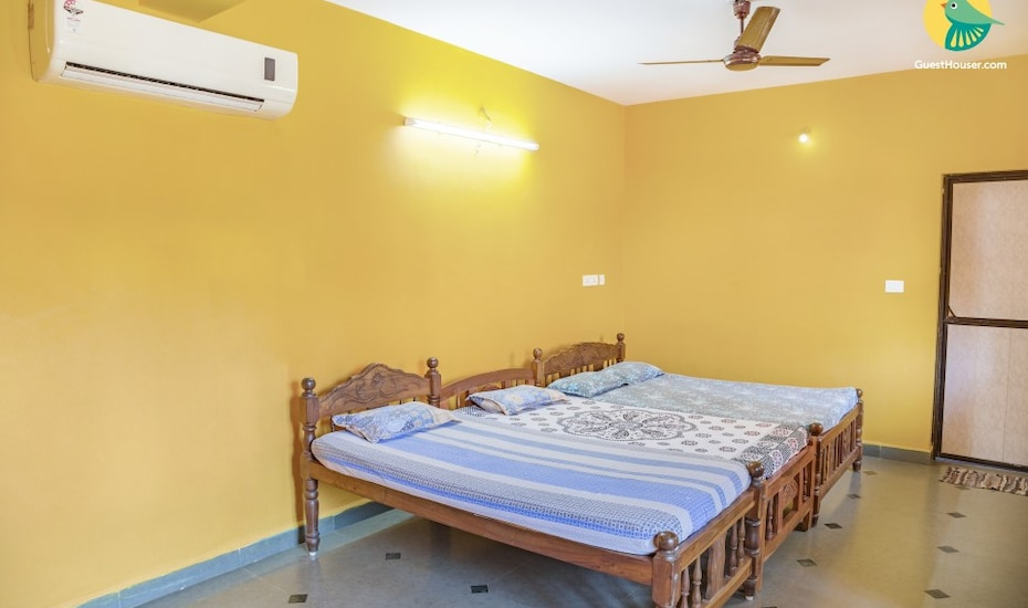 Relaxing stay in a vibrant accommodation for 17, 1 km from Colva beach, Colva,